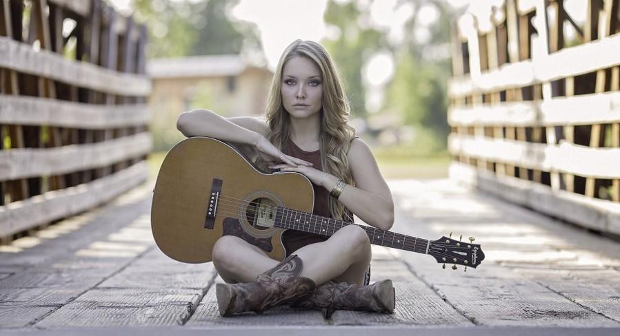 kobitka z gitarą
